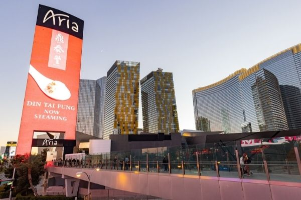 MGM Resorts casinos on Vegas Strip return to 100% occupancy and no social distancing
